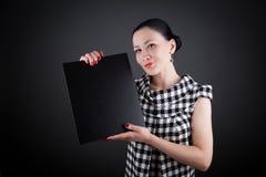 显示妇女的黑色董事会商业 免版税库存图片