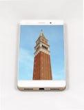 显示威尼斯, Ital的整个银幕的图片现代智能手机 库存照片