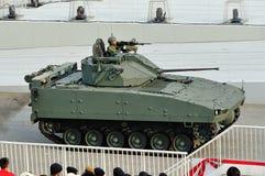 显示它的Bionix步兵作战车辆的新加坡武力(SAF)在国庆节游行(NDP)排练期间2013年 库存图片