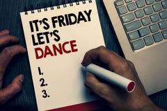 显示它s的文本标志是星期五让s是舞蹈 概念性照片开始的Celebrate周末去党迪斯科音乐文字 免版税图库摄影