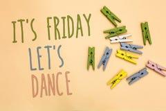显示它s的文本标志是星期五让s是舞蹈 概念性照片开始的Celebrate周末去党迪斯科音乐黄色基地 图库摄影