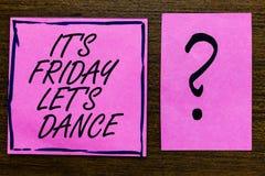显示它s的文本标志是星期五让s是舞蹈 概念性照片开始的Celebrate周末去党迪斯科音乐 免版税库存照片