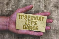 显示它s的概念性手文字是星期五让s是舞蹈 陈列Celebrate的企业照片开始周末去党D 免版税库存图片