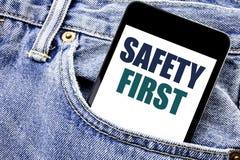 显示安全第一安全警告书面电话机动性响度单位的概念性手文字文本说明启发企业概念 库存照片