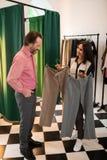 显示客户选择的美女两条裤子 库存图片