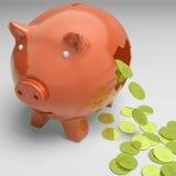 显示富裕的赢利的残破的Piggybank 库存照片