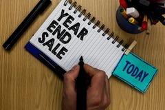 显示年和销售的文字笔记 企业照片陈列的年鉴打折举行ma的节日清除传统人 免版税库存照片