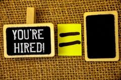 显示您的文本标志是被聘用的诱导电话 概念性照片新的雇员被吸收的工作者选择 库存照片