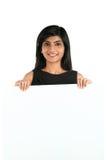 显示您的文本的印地安女商人白色招贴 免版税图库摄影