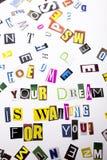 显示您的梦想的概念词文字文本等待您做了企业案件的另外杂志报纸信件 库存照片