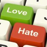 显示情感愤怒和冲突的爱与恨交织的计算机键盘 免版税库存照片