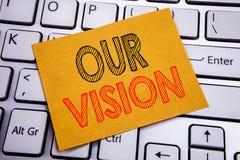 显示我们的视觉的概念性手文字文本说明启发 在sti写的销售方针视觉的企业概念 免版税库存照片