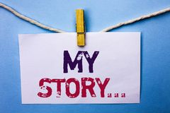 显示我的故事的文本标志 在白色笔记写的概念性照片传记成就个人来历外形股份单Pap 免版税图库摄影