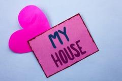 显示我的议院的文字笔记 书面的企业照片陈列的住房家庭住宅物产家庭新的庄园  免版税库存图片