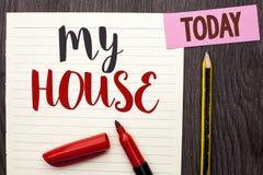 显示我的议院的文字笔记 书面的企业照片陈列的住房家庭住宅物产家庭新的庄园  图库摄影