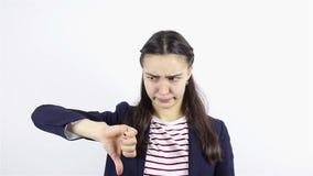 显示拇指的哀伤的少妇下来 影视素材