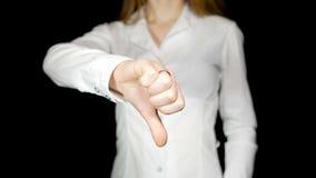 显示拇指的女实业家击倒2 股票视频