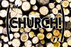 显示教会的文本标志 木概念性照片大教堂法坛塔教堂清真寺圣所寺庙犹太教堂的寺庙 库存照片