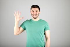 显示数字的人由手指 免版税图库摄影