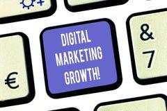显示数字销售的成长的文本标志 概念性照片更加巨大的网上产品销售或服务收入键盘键意图 免版税库存照片
