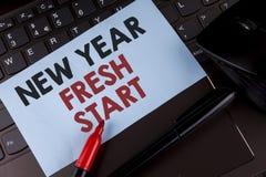 显示新年崭新的开始的概念性手文字 企业照片陈列的时间跟随决议提供援助梦想工作wri 库存图片