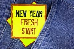显示新年崭新的开始的概念性手文字 企业照片陈列的时间跟随决议提供援助梦想工作wri 库存照片