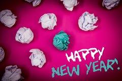 显示新年快乐诱导电话的文本标志 庆祝假日崭新的开始想法白色蓝色的概念性照片问候让 免版税库存图片