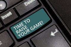 显示时刻的文本标志培养您的比赛 概念性照片是成为的更加竞争的行动优胜者键盘 库存照片
