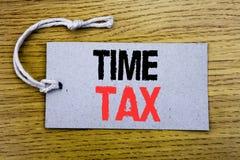 显示时间税的概念性手文字文本说明 征税在价牌纸写的财务提示的企业概念w 库存照片