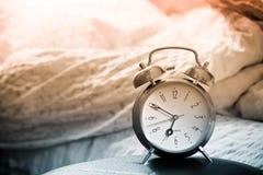 显示时间苏醒的时钟 免版税库存图片