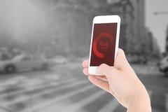 显示智能手机的妇女的综合图象 免版税库存照片