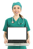 显示有拷贝空间的女性医生膝上型计算机 免版税库存图片
