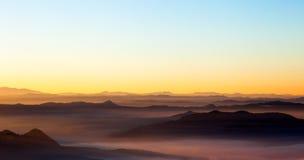 显示有薄雾的风景 免版税库存照片