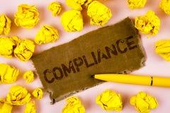 显示服从的概念性手文字 企业照片文本Technology Company设置它的政策标准章程被写  免版税库存照片