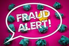 显示欺骗机敏的诱导电话的文字笔记 陈列安全消息欺骗活动的企业照片被怀疑 库存图片