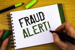 显示欺骗机敏的诱导电话的文字笔记 陈列安全消息欺骗活动的企业照片被怀疑 库存照片