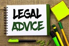 显示法律建议的文本标志 律师或法律顾问专家给的概念性照片推荐写在笔记本书 库存图片
