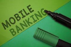 显示流动银行业务的概念性手文字 转移资金比尔paym的企业照片陈列的监视帐户余额 图库摄影