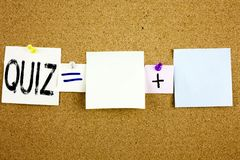 显示测验测试教育检查概念的概念性公告文本说明启发企业概念写在稠粘的N 库存图片