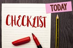 显示清单企业照片的文字笔记陈列Todolist名单计划书面的挑选报告反馈数据查询表  免版税库存图片