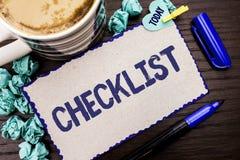 显示清单企业照片的概念性手文字陈列Todolist名单计划挑选报告反馈数据查询表 库存照片