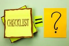 显示清单企业照片的概念性手文字陈列Todolist名单计划挑选报告反馈数据查询表 免版税库存图片