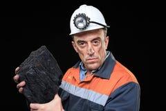显示煤炭的团与赞许的煤矿工人 图库摄影