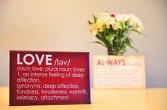 显示爱和总是与美丽的花的浪漫标志 库存照片