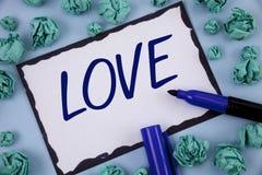 显示爱的文字笔记 陈列强烈的感觉深刻的喜爱浪漫性附件关系writt的企业照片 免版税图库摄影