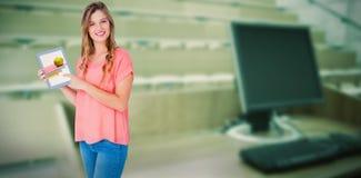 显示片剂个人计算机的行家妇女的综合图象 免版税库存照片