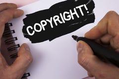 显示版权诱导电话的概念性手文字 企业对照片的文本书面的知识产权海盗行为说不 免版税库存图片