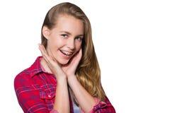 显示牙齿括号的青少年的女孩画象 免版税库存照片