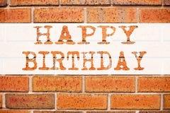 显示生日快乐的概念性公告文本说明启发 书面的周年庆祝的企业概念  库存照片
