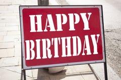 显示生日快乐的概念性手文字文本说明启发 书面的周年庆祝的企业概念  库存照片